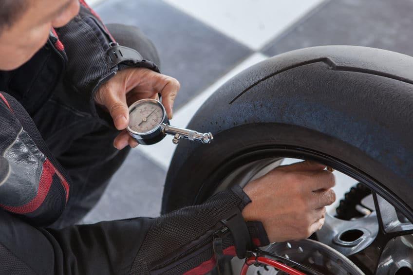 motorrad reifen luftdruck
